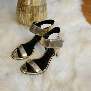 Enzo Angiolini Heels, Light Gold color, size 6💗